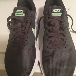 Almost new Nike women's gray Tennis Shoes. Size 9